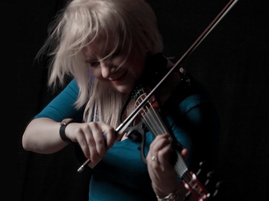 If There Was a Virtuoso Violinist from Middle Earth, it would be Nika Cantabile